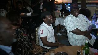 """Le """"stand-up"""" séduit les Camerounais"""