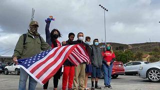 Un colectivo a favor de los migrantes celebra en Tijuana la victoria de Joe Biden