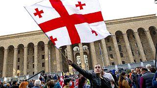 Masiva protesta opositora en Georgia contra el partido gobernante