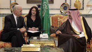 الرئيس الأمريكي جو بايدن في صورة أرشيفية مع العاهل السعودي
