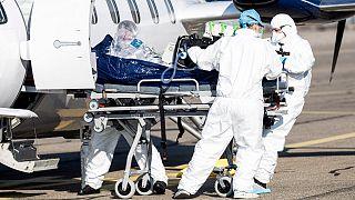 Hospitais franceses estão a transferir doentes devido à falta de camas nas UCI