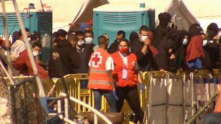 Inmigrantes en el puerto