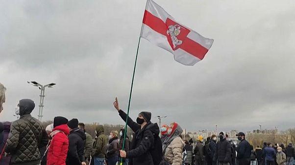 Ismét százakat vettek őrizetbe Belaruszban a kormányellenes tüntetéseken