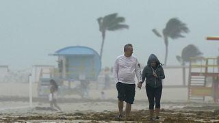 العاصفة المدارية إيتا تضرب كوبا وتتجه نحو ولاية فلوريدا الأمريكية