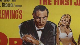 Leilão de livros e posters do agente secreto mais famoso do mundo