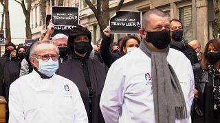 """""""Lasst uns arbeiten"""": Köche und Einzelhändler demonstrieren in Lyon"""