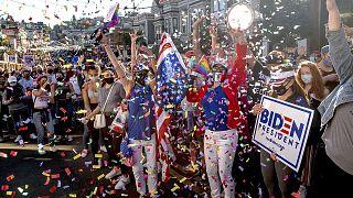 Foule en liesse célébrant la victoire de Joe Biden, le 7 novembre 2020 à San Francisco