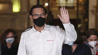 Martín Vizcarra anuncia que acepta su destitución y deja de inmediato el Palacio de Gobierno