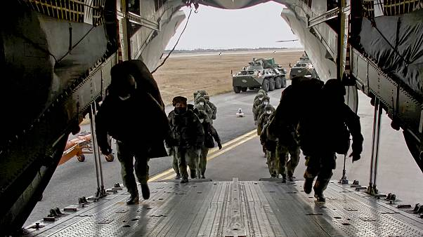 Soldats russes en partance pour le Haut Karabakh