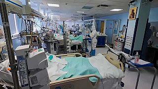 Crescono i contagi tra gli operatori sanitari