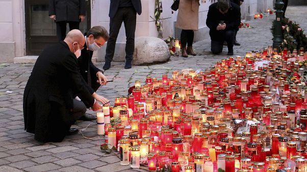 Sebastian Kurz und Charles Michel bei einer Gedenkveranstaltung für die Opfer von Wien am Montag