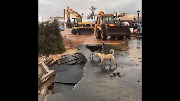 ویدئو؛ سیل در جزیره کرت یونان خودروها را به دریا برد