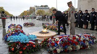Le président français, Emmanuel Macron, sur la tombe du Soldat inconnu, le 11 novembre 2019
