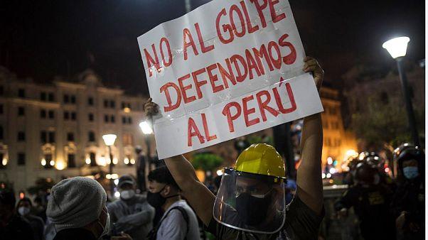 Estallido de ira en Perú tras la investidura como presidente de Manuel  Merino | Euronews