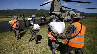 Reparto de ayuda de urgencia por parte del Ejército en el norte de Guatemala