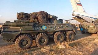 مدرعات تابعة للجيش الروسي في يريفان الأرمنية