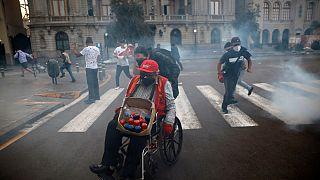 Peruanos protestam depois da tomada de posse do presidente Merino