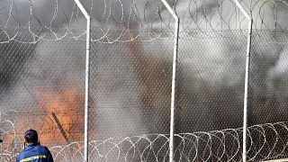 من الحريق في المخيم