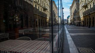 Üres étterem a Zrínyi utcában Budapesten