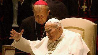 II. János Pál pápa és Stanisław Dziwisz 2003. október 16-án