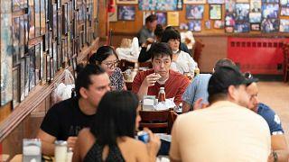 Рестораны, спортзалы и гостиницы - главные рассадники коронавируса