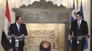 رئيس الوزراء اليوناني كيرياكوس ميتسوتاكيس والرئيس المصري عبد الفتاح السيسي في قصر ماكسيموس بأثينا، الأربعاء 11 نوفمبر 2020.