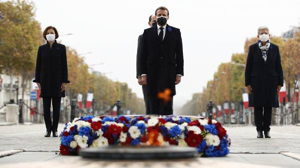 Macron quase sozinho no dia do Armistício
