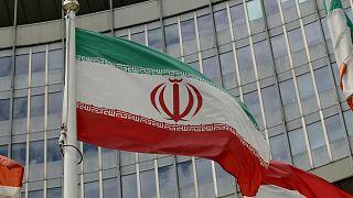 پرچم ایران مقابل مقر آژانس بینالمللی انرژی اتمی
