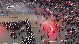 Polonia, estrema destra in piazza. A Varsavia scontri con la polizia