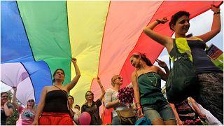 من مسيرة للمثليين في بودابست