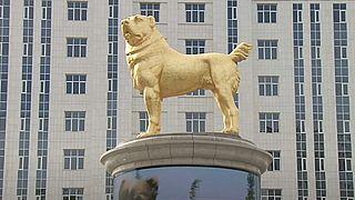 Alabay cinsi köpeğin heykeli
