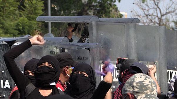 Manifestantes protestam na Cidade do México contra violência de género