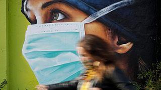 پوستری در حمایت از کادر درمانی ایتالیا