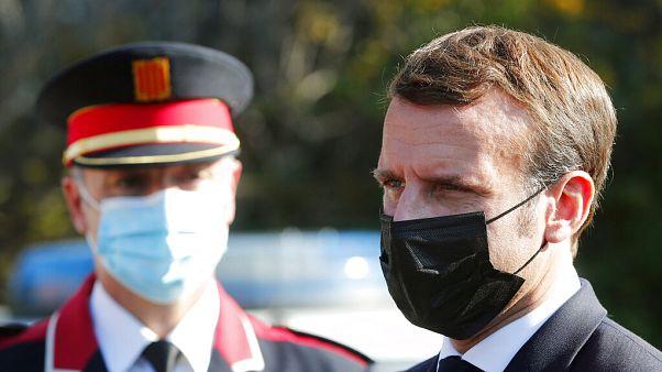 5 novembre 2020: Emmanuel Macron arriva al centro di cooperazione doganale franco-ispanica di Le Perthus, Francia