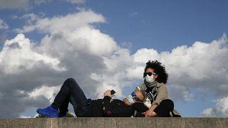 Paar mit Masken in Paris, 23.05.2020