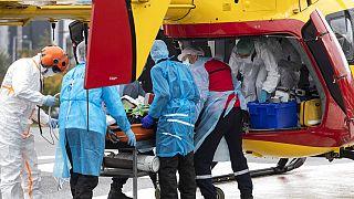 Un paziente, proveniente dal distretto sanitario ormai saturo di Lione, viene trasferito nell'ospedale Hautepierre di Strasburgo, Francia