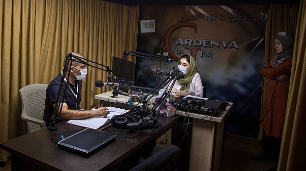 برنامج راديو في استديو إذاعة جاردينيا