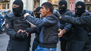 Erivan'da Paşinyan karşıtı protestolarda onlarca kişi gözaltına alındı