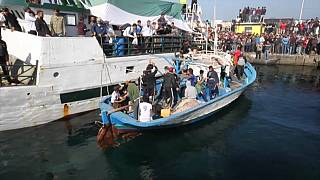 300 supporters de foot tunisiens en colère prennent la mer