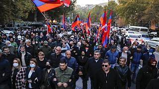 Arméniens défilant à Erevan, 12 novembre 2020