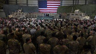 نیروهای آمریکایی مستقر در افغانستان همزمان با دیدار سال گذشته ترامپ از پایگاه بگرام