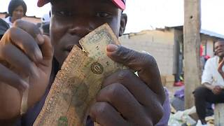 Zimbabwe currency dealers repair worn out dollar notes