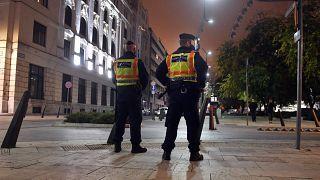 پلیس مجارستان بر اعمال محدودیت تردد شبانه در بوداپست نظارت میکند