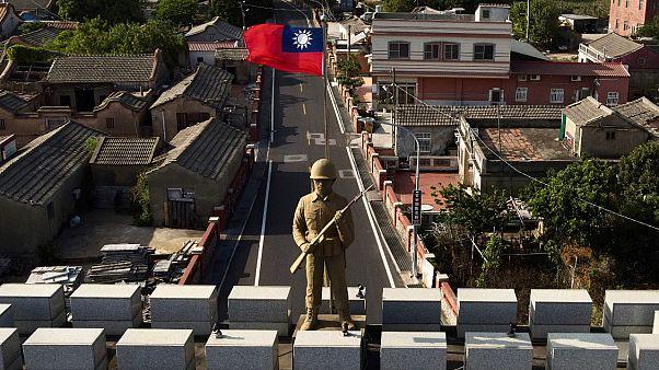 تمثال لجندي في تايوان