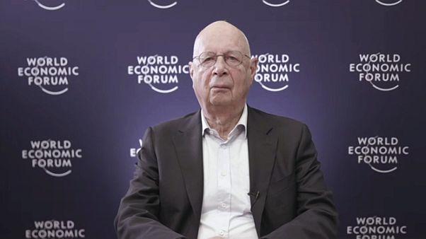 """Klaus Schwab: """"Il Covid è l'occasione per un 'reset' mondiale"""""""