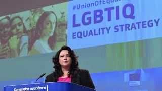 Helena Dalli az EU melegjogi stratégiájáról tájékoztatja a sajtót 2020. november 12-én