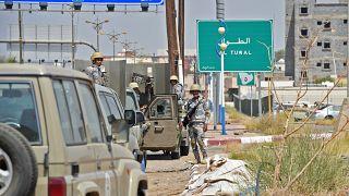 حرس الحدود السعوديون يقفون في حراسة معبر الطوال الحدودي المغلق مع اليمن في محافظة جازان الجنوبية في 3 أكتوبر / تشرين الأول 2017.