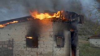 Ναγκόρνο Καραμπάχ: Πυρπολούν τα σπίτια τους οι Αρμένιοι