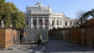 Archives : ouvriers condamnant l'accès à un marché de Noël à Vienne, le 5 novembre 2020.