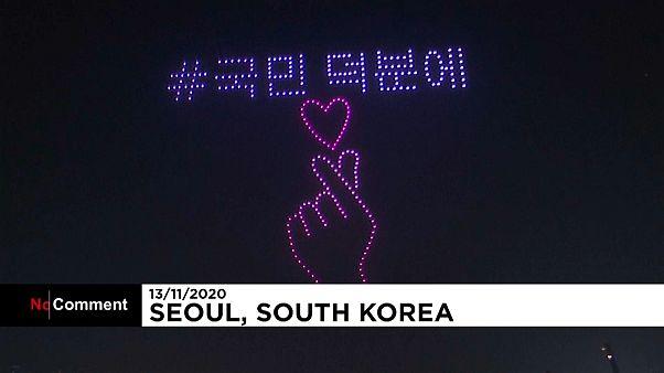 پرواز نورانی پهپادها در سئول با هدف افزایش روحیه مردم در برابر کرونا